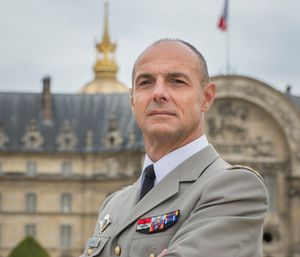 Monsieur le général de corps d'armée Bruno Le Ray : nouveau Gouverneur militaire de Paris.