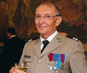 Hommage au colonel Bruno Guitard.