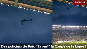 Buzz/Sport: La Coupe de la Ligue livrée par un hélico du Raid  (video)