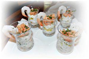 Verrine fraîche de crabe, orange, crevette et saumon fumé