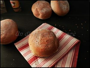 Petits pains hamburger au sésame