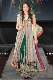 Expecting for graceful in Embroidered Designer Sarees