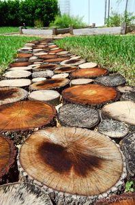 Créer un petit part-terre en rondelles de bois brut