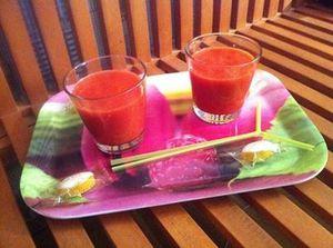 Petits smoothies à la fraise , mangue , citron et calissons avec sa touche de sucre Muscovado à 4 mains .