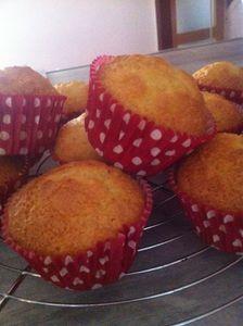 Muffins avec son cœur fondant  à la confiture d'abricots au Coteau du Layon .