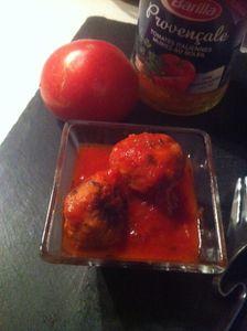 Petites boulettes de  veau en sauce tomate à partager à l'apéro .