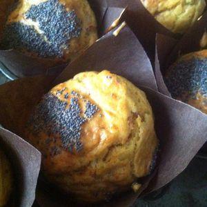 Muffins salés au jambon râpé parmesan Italien et pavot .