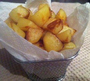 Pommes frites maison au sel de Camargue .