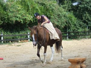 La séance d'équitation en amazone