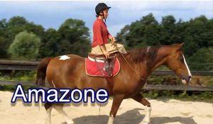 Améliorer la position de la cavalière amazone - mise en selle spécifique