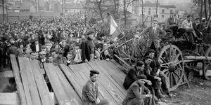 Les mineurs grévistes de 1948 et de 1952 ou leur descendants vont recevoir une allocation de 30 000 euros au titre de leur licenciements abusifs. Photo AFP