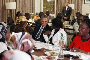 Reuters - Obama dines with Kenyan family after arriving in father's homeland