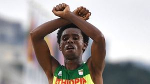 BBC - Ethiopian runner makes protest sign as he crosses line in Rio