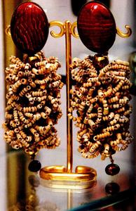 Boucles d'oreilles clips, Paris.