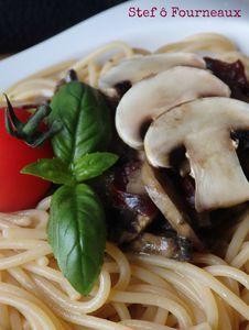 Spaghetti et poêlée de champignons