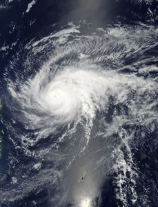Maysak (Chendeng) am 3. April über der Philippinen-See Quelle: NASA Goddard MODIS Rapid Response Team