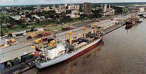 Ici, port de Douala