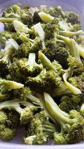 Un petit saut dans la famille et je goûte mes premiers légumes du jardin