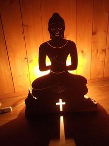 Lampe en bois avec bouddha