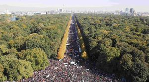 Hundreds of Thousands March in Berlin Against TTIP Trade Deal
