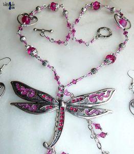Babka - Parure collier et boucles d'oreille avec une sublime libellule ornée de cristal rose et fuchsia