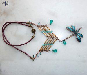 Susweca - Collier cuir et laiton vieilli au pendentif Libellule turquoise et rocaille style ethnique Sioux Lakota