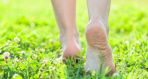 Ce qui arrive à votre corps lorsque vous marchez pieds nus 5 minutes par jour