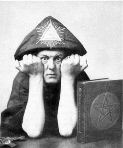Aleister Crowley (clin d'oeil aux fans de Supernatural)
