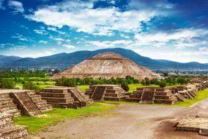Migliaia di reperti recuperati nel tunnel segreto sotto la piramide di Teotihuacan