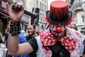 "Un participant à une ""marche de zombies"" déguisé en clown, en oct. 2014 à Bordeaux. Photo Thibaud Moritz - IP3 - Maxppp"