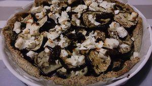 Tarte fondante à l'aubergine, crumble de feta et graines de pavot