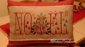 '' Noel Rouge ''  di Renato Parolin sul cuscino Rosso