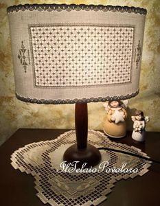 ... ed una lampada un po' sfilata ed un po' a punto antico