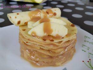 Gâteau de crêpes aux pommes et caramel au beurre salé
