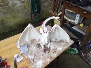 sculpture  dragon rouge