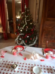 table de Noël en rouge et blanc