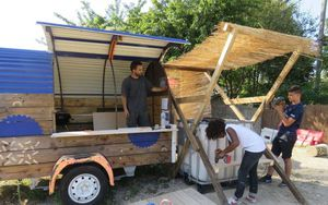 Bagnolet, le 25 août. Cette friche, dans le quartier du Plateau, est en cours de revitalisation. Elle est aménagée par YA + K, un collectif d'étudiants en architecture,, installé à Bagnolet. (LP/F.L.)