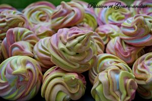 Rainbow Meringues (au Thermomix)