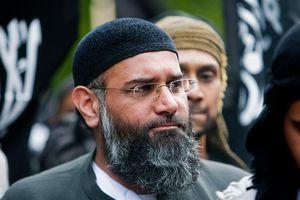 Des islamistes britanniques manifestent contre les élections