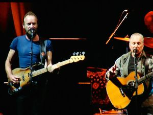 Paul Simon &amp&#x3B; Sting On Stage Together- Antwerps Sportpaleis- le 23 mars 2015