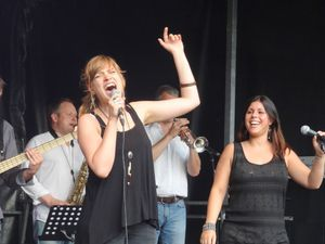 Juliette et les Fresh Boys - Superstition pour la Fête Nationale à Waterloo ( Parc Jules Descampe), le 20 juillet 2015