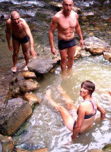 Bain à la source d'eau chaude