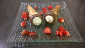 Cornets feuilletés fraise chocolat blanc