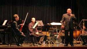 Monsieur Le Meur présente les instruments.