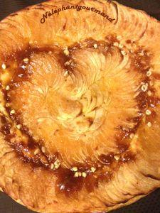 Tarte très fine aux pommes au cœur personnalisé