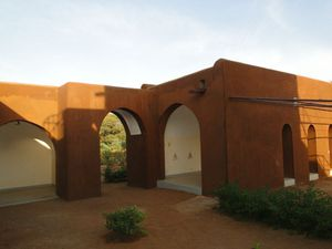 un bâtiment réalisé par l'association voûte nubienne au Sénégal