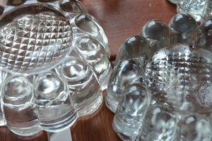 Pieds en verre moulé pour meubles dits de piano