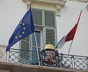 Drapeaux et armoiries à Budapest