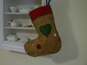 Botte de Noël brodée en feutrine.