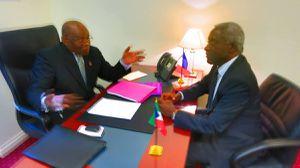 El Presidente del Partido del Progreso D. SEVERO MOTO NSA, trabajando con sul Vicepresidente D. ARMENGOL ENGONGA ONDO en la sede de la Coalición CORED en París.